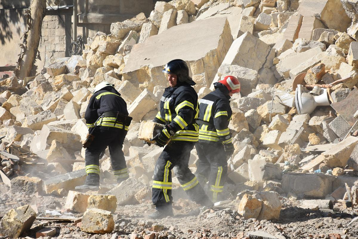 У пошкодженому будинку зареєстрована 41 людина, фактично проживали 44 / od.dsns.gov.ua