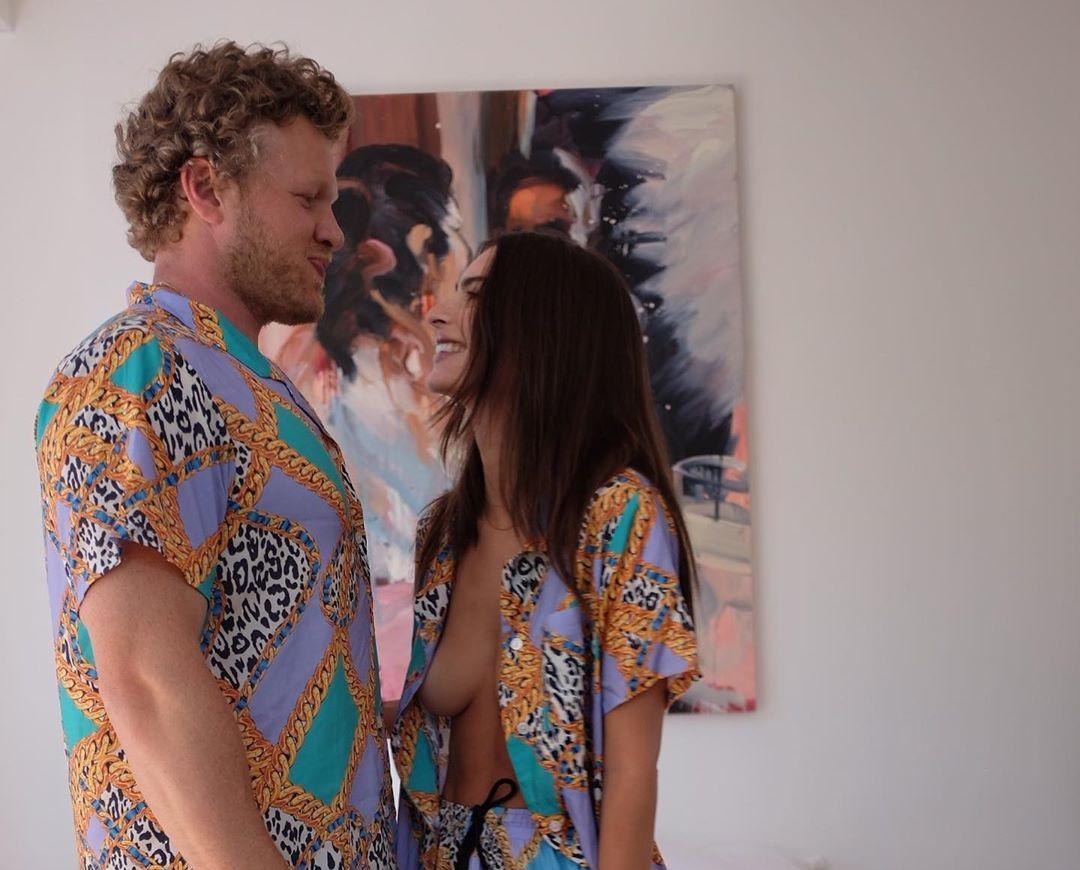 Ратаковски засветила голую грудь на фото с мужем / фото instagram.com/emrata
