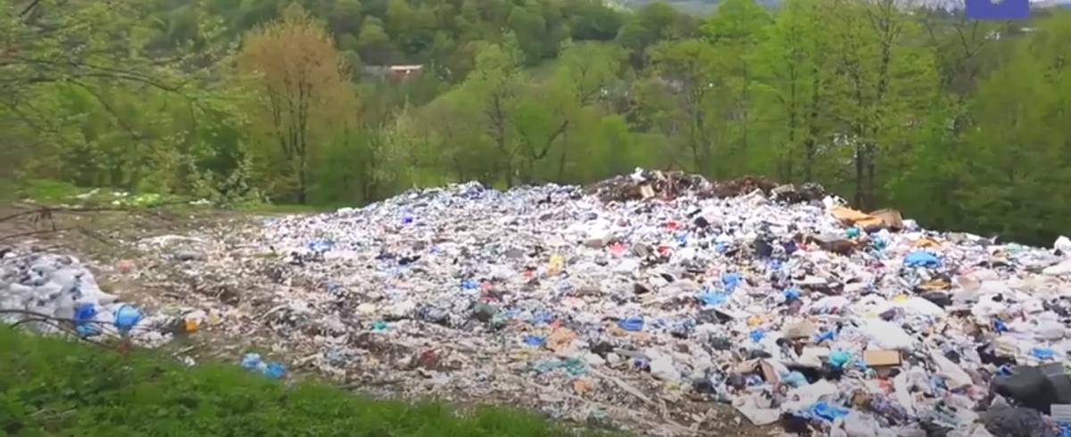 На Раховский полигон свозят отходы с близлежащих сел/ скриншот из видео