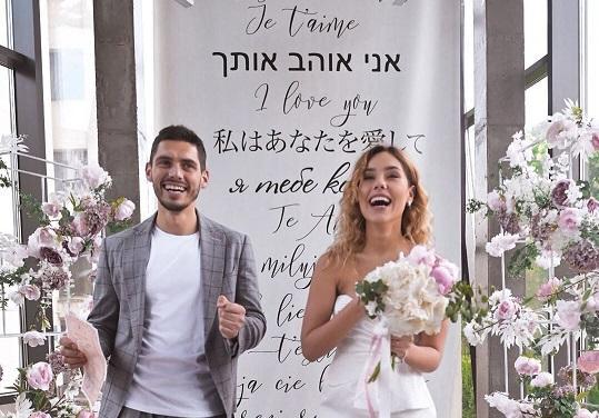 Закохана пара офіційно зареєструвала шлюб в київському РАГСі / Нікіта Добринін