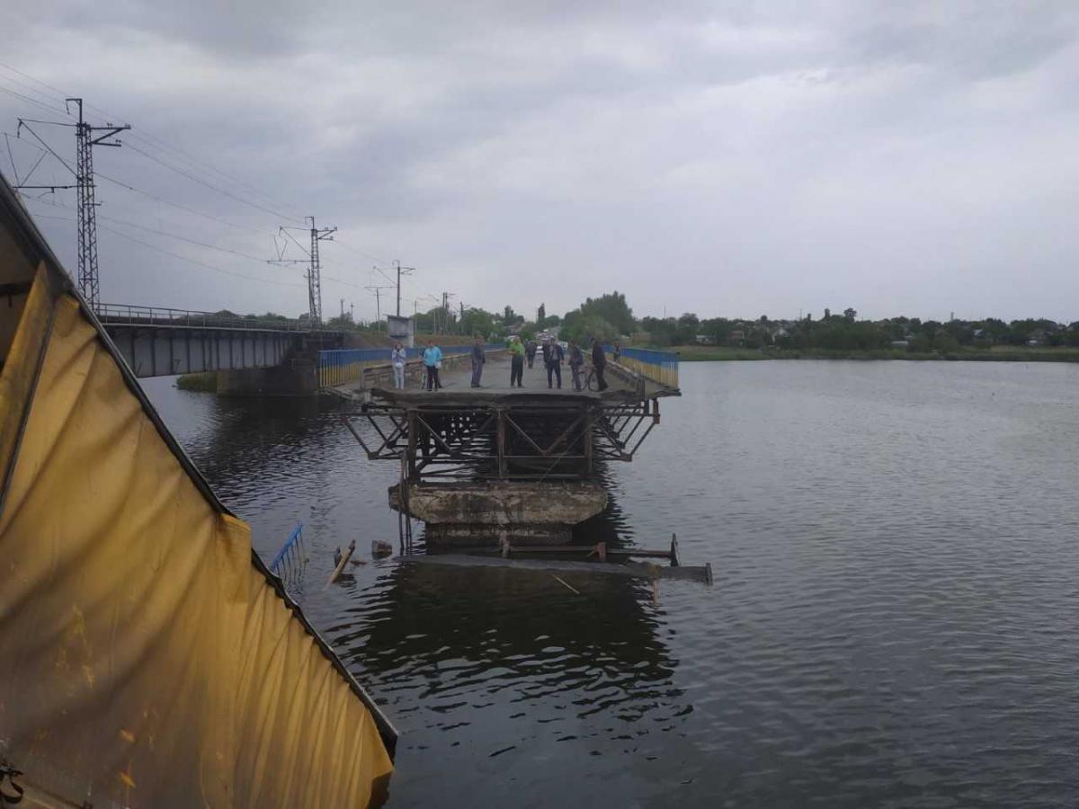 У квітні було проведено обстеження мосту спеціалістами / фото ДСНС
