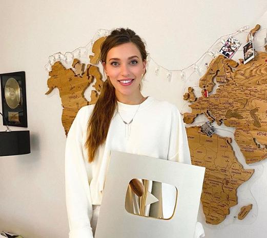 Тодоренко показала награду / instagram.com/reginatodorenko