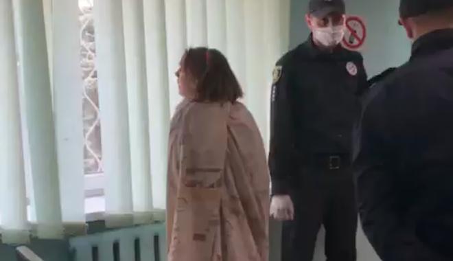 Женщину задержали 30 апреля на одной из улиц Харькова, она была полностью голая и держала пакет с головой дочери / newsroom.kh.ua
