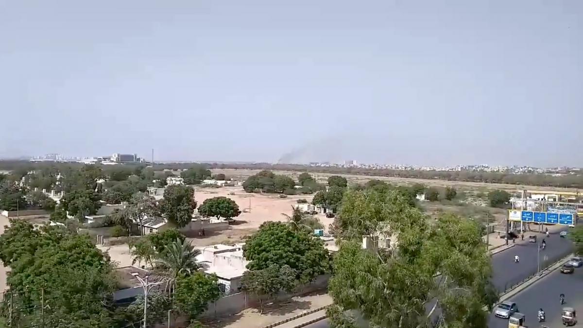 Самолет упал в городе Карачи / фото REUTERS