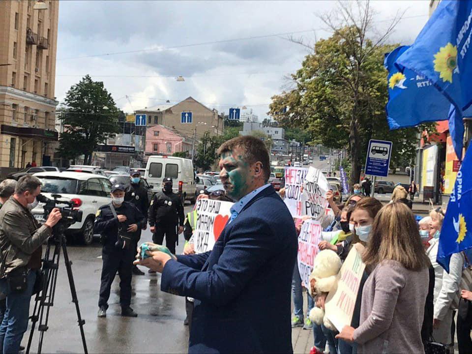 Екс-депутат прийшов на мітинг / фото ХС-Харків Facebook