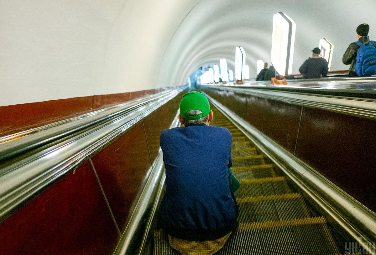 Ремонт эскалатора завершен на 4 дня раньше срока / фото УНИАН