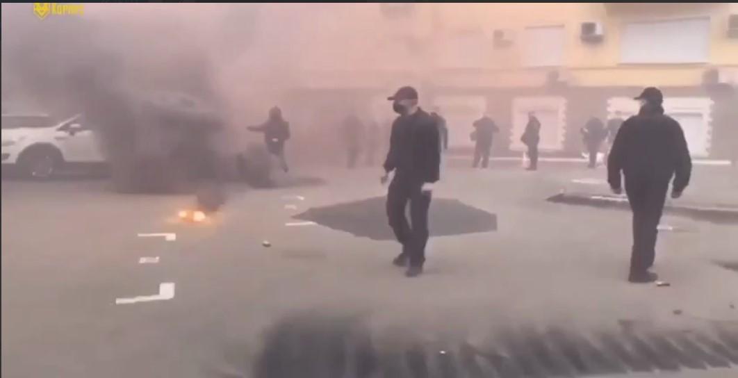 Улицу окутал дым/ скриншот из видео