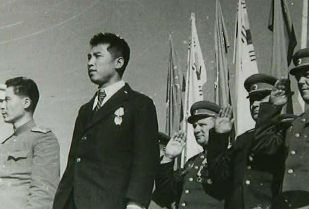 Ким Ир Сен на митинге в Пхеньяне, 14 октября 1945 года / фотоPublic Domain / Wikimedia