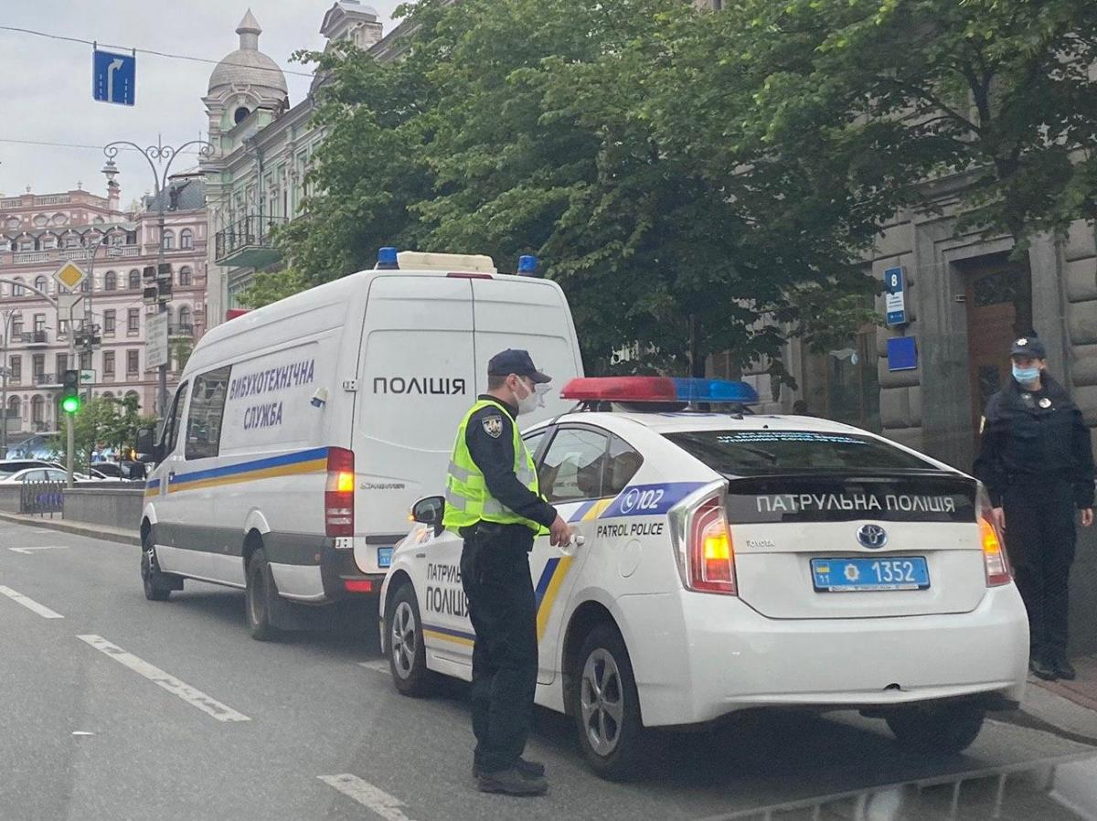 """На місці події працює поліція/ фото """"Лещенко тут"""""""