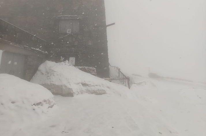 Snow late in spring / Photo from facebook.com/chornogora.rescue