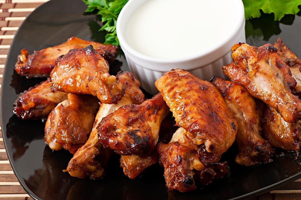 Куриные крылышки в духовке - рецепты / фото ua.depositphotos.com