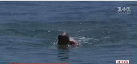 Президент Португалії скупався в океані / скріншот відео ТСН