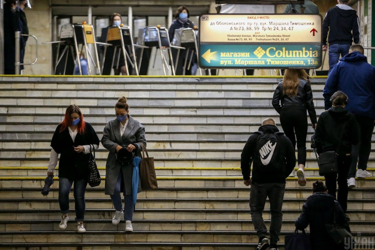 Медкомиссия Киев будет настаивать на установку в подземке терморамок / фото УНИАН