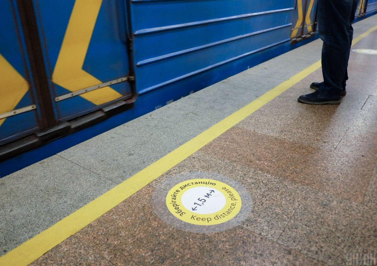 В столичному метро чоловік впав на рейки/ фото УНІАН