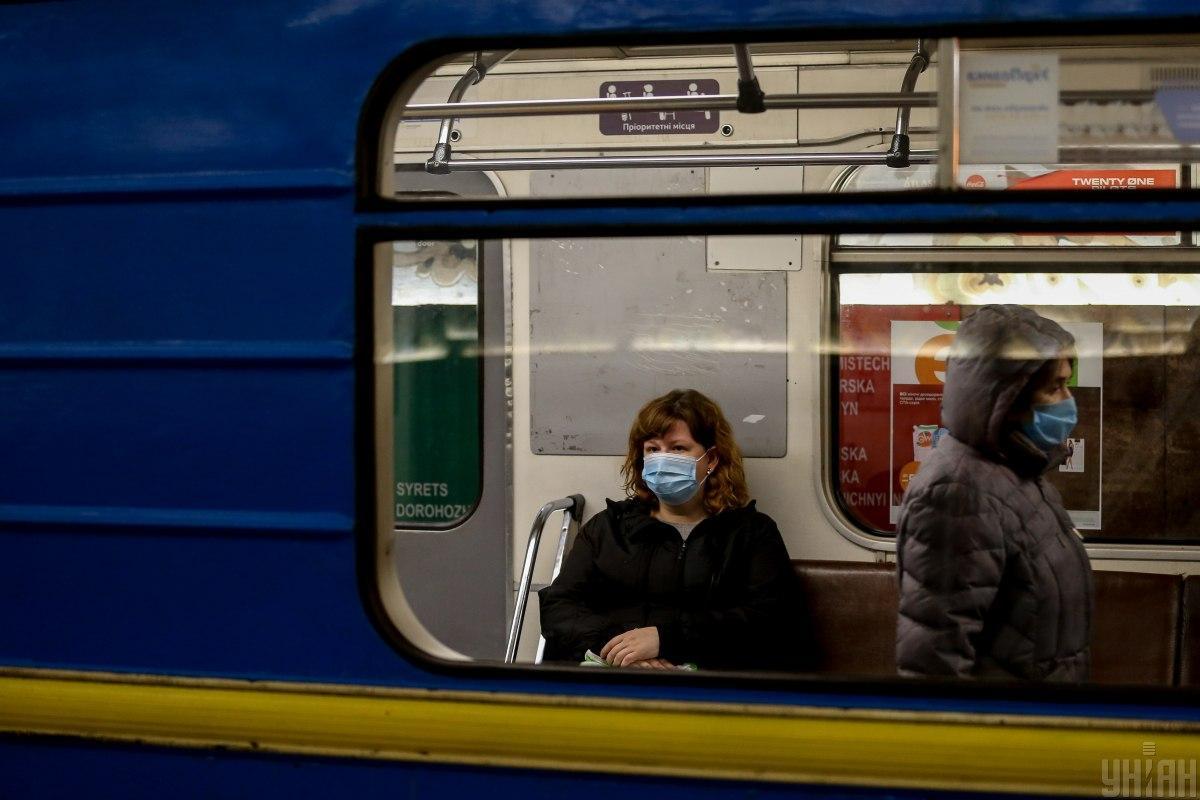 """У Києві """"замінували"""" дві станції метро / фото УНІАН"""