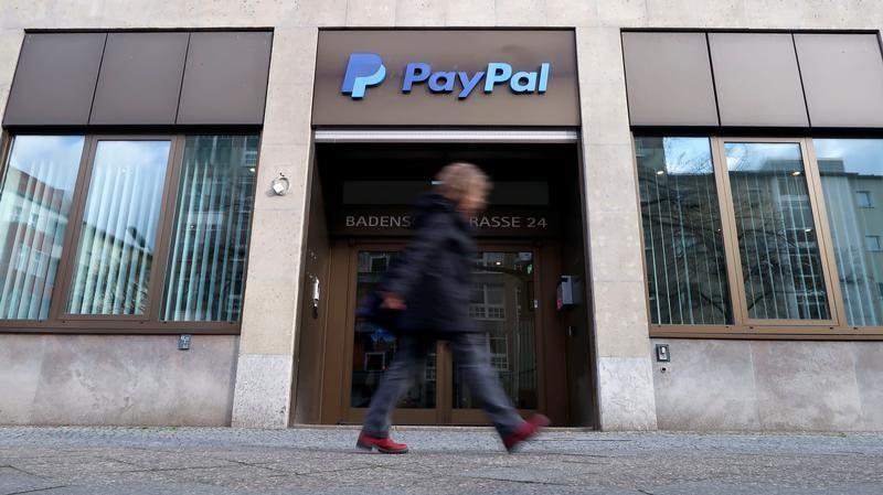 Украина ведет переговоры с PayPal / фото REUTERS