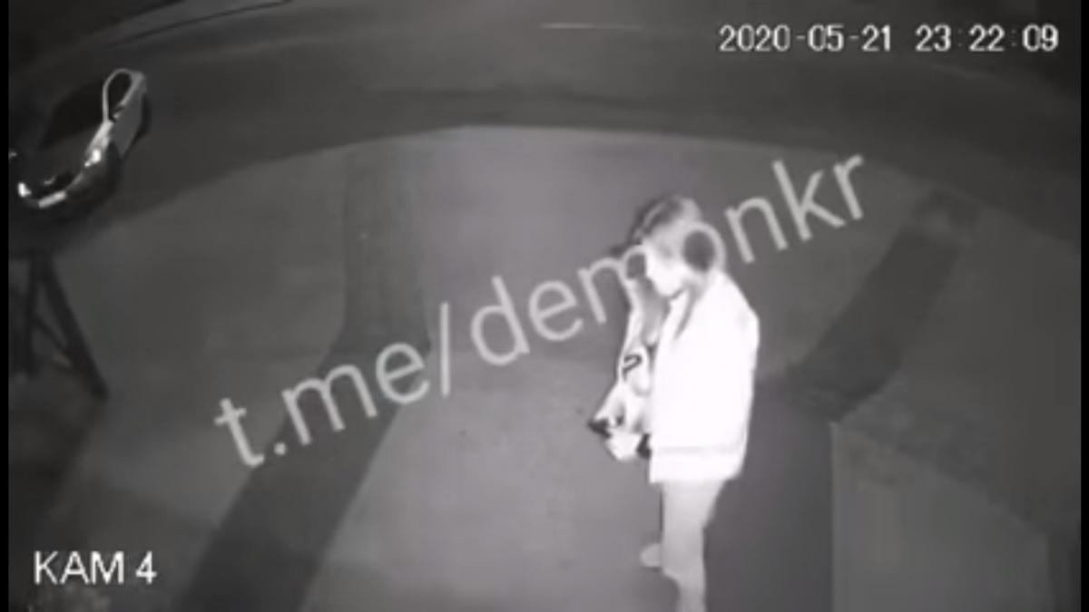 Конфликт случился на улице / скриншот из видео