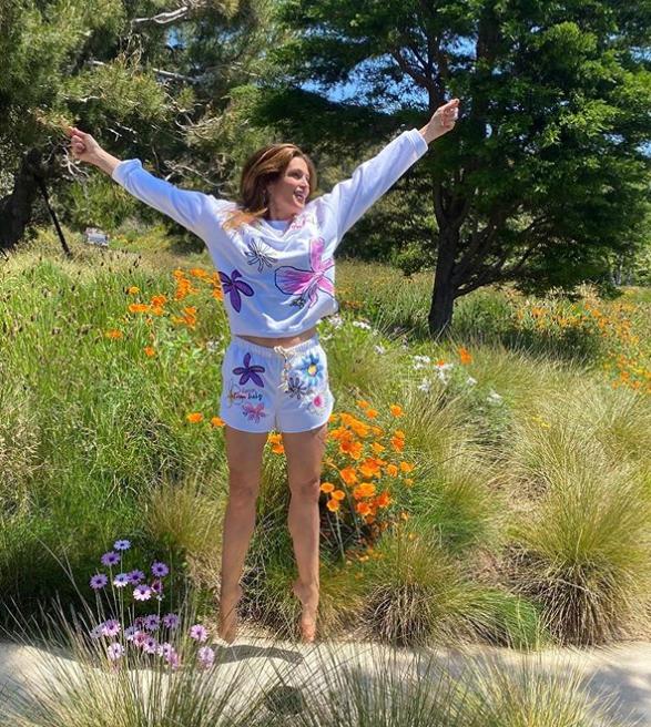 В солнечный день супермодель вышла на прогулку \ instagram.com/cindycrawford