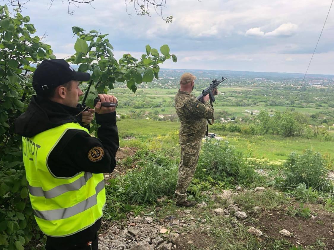 Эксперты провели следственный эксперимент в Славянске / фото МВД