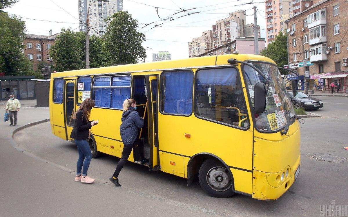 В харьковской маршрутке поругались водитель, пассажиры и полицейский / фото УНИАН