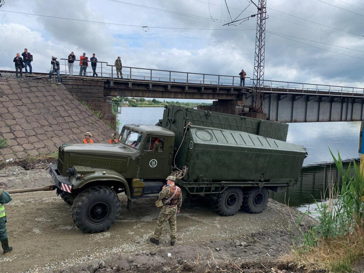 Переправу планируют построить за сутки / фото: Службы автодорог Днепропетровщины