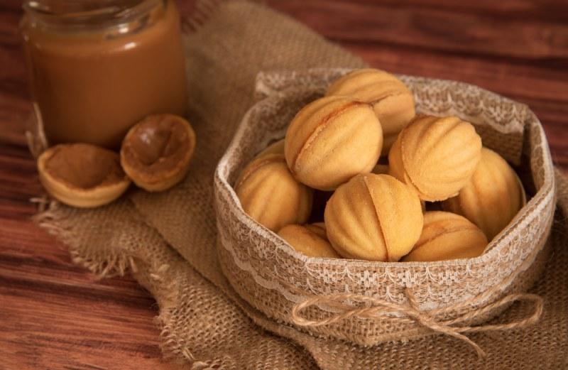 Орешки со сгущенкой - рецепт / фото chefmarket.ru