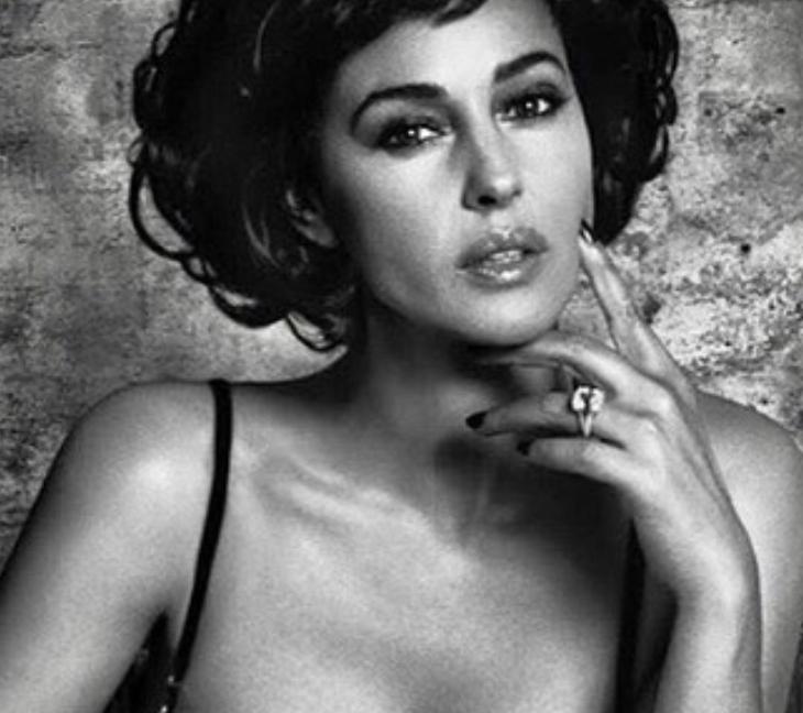 Белуччи позирует на снимке без одежды \ instagram.com/monicabellucciofficiel/
