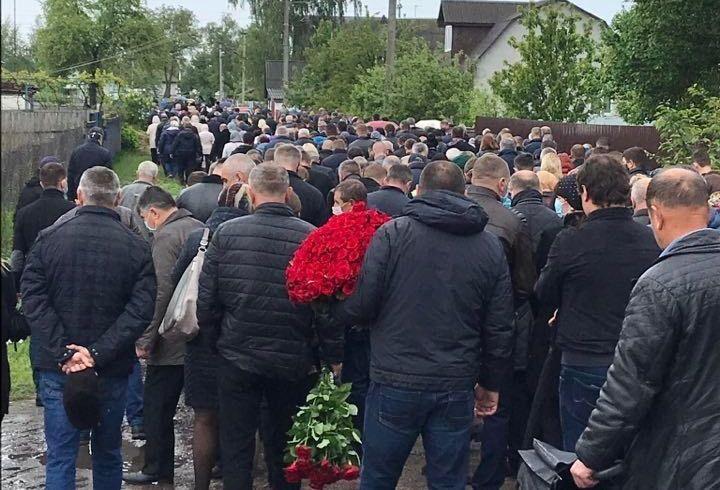 Попрощаться с нардепом пришли сотни людей / фото ТСН