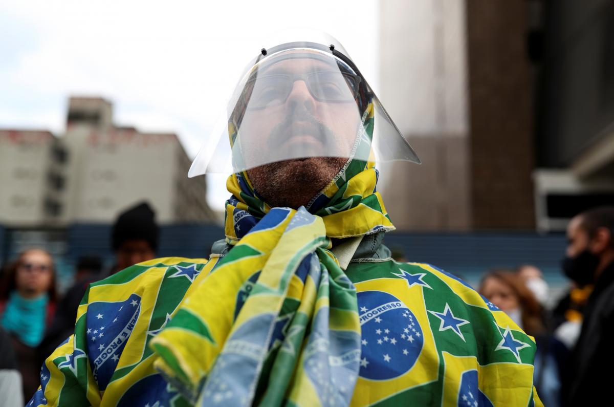 В Бразилии изучают еще один потенциально опасный штамм COVID/ REUTERS