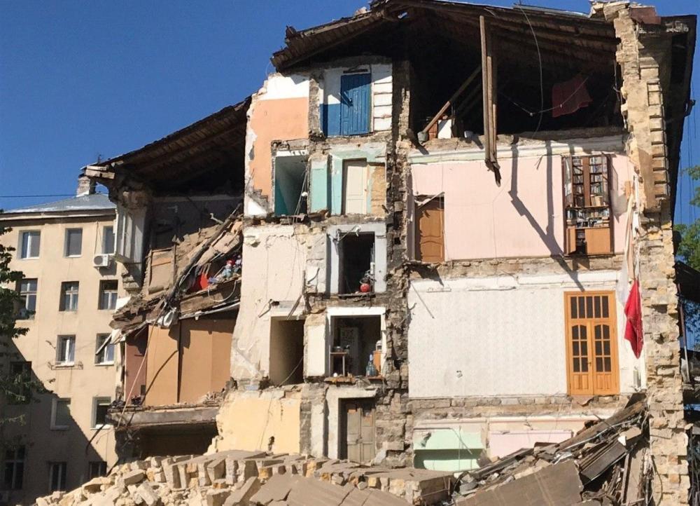 18 мая в Одессе рухнула стена 4-этажного дома по улице Торговой / фото ГСЧС