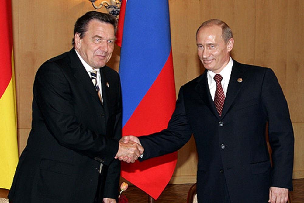 """Шредер является личным другом Путина; в 2018 году его внесли в базу """"Миротворца"""" за оправдание российской агрессии в Крыму / Kremlin.ru"""