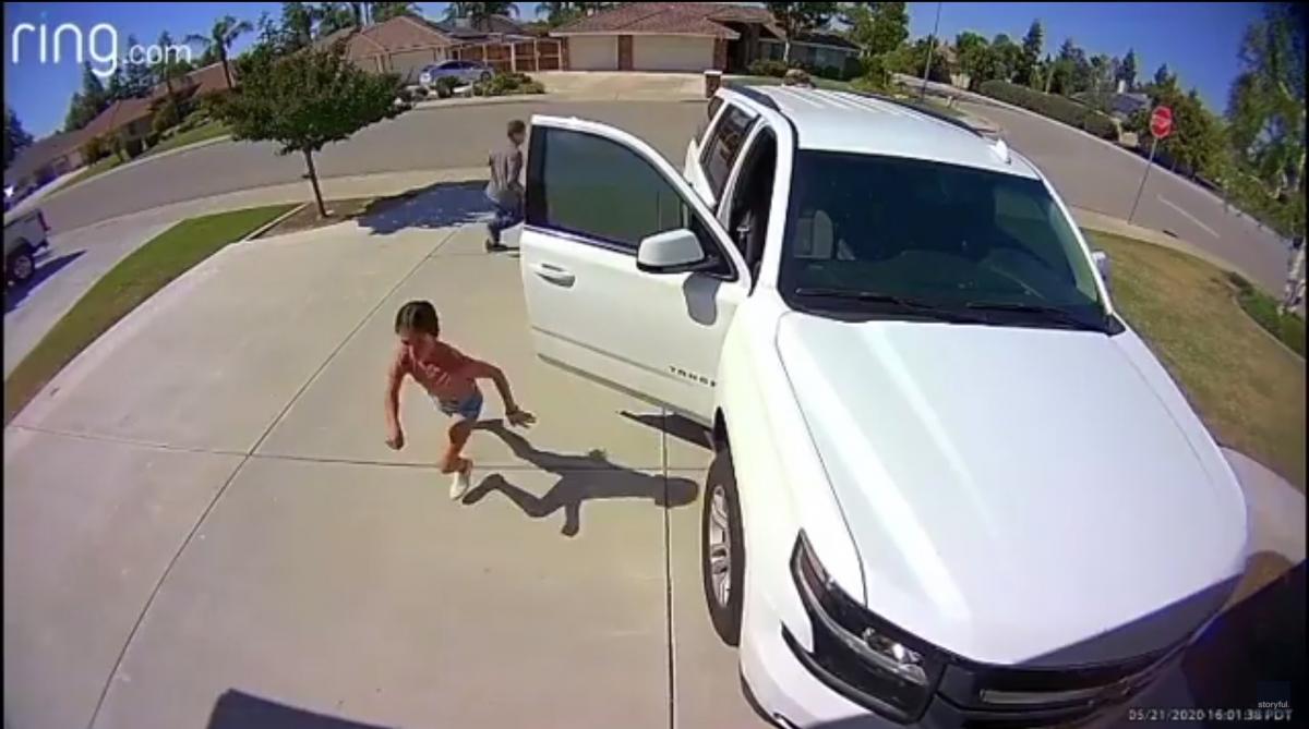 Розыском сбежавшего злоумышленника занимается полиция/ скриншот из видео