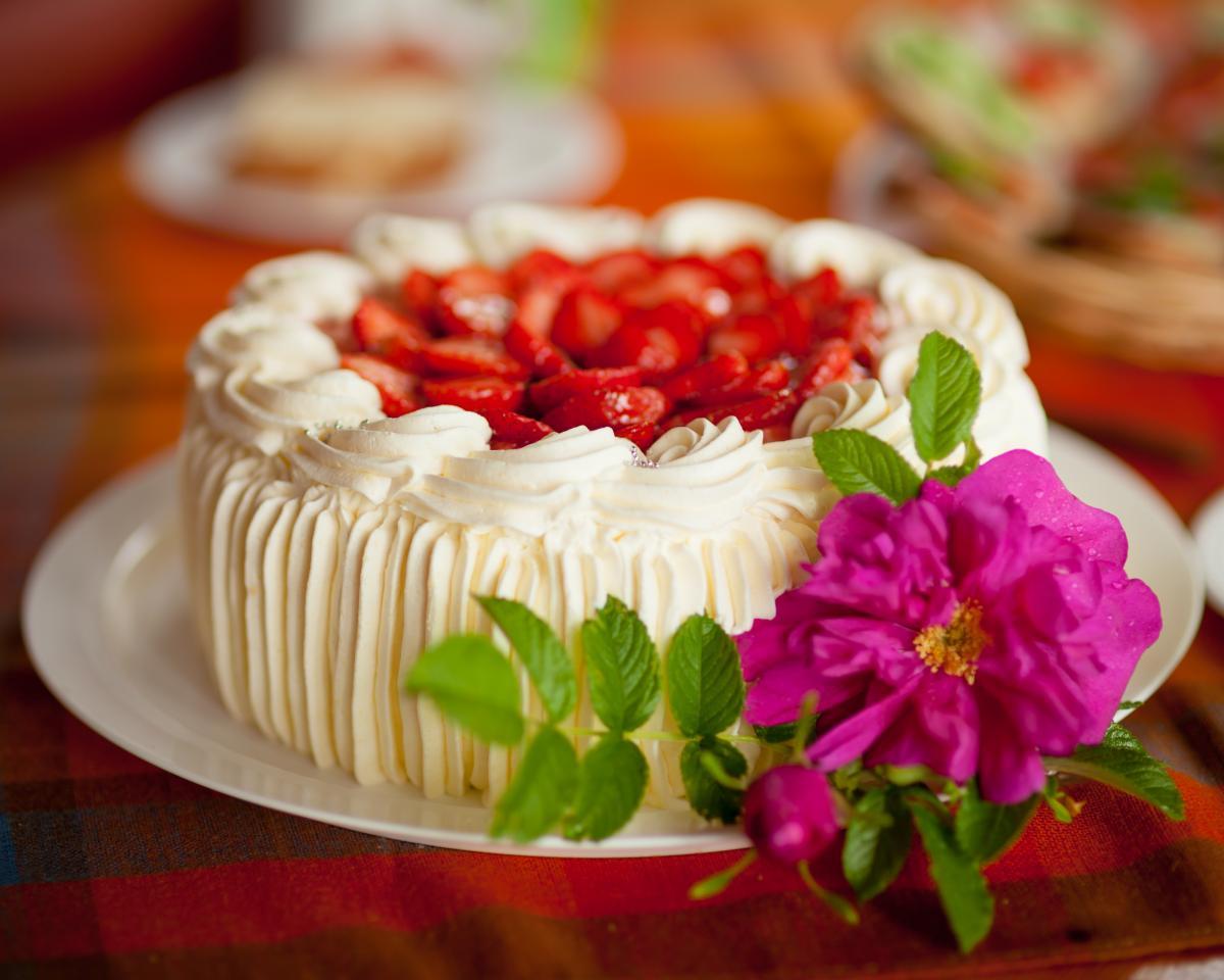 Торт с клубникой - рецепт / фото ua.depositphotos.com