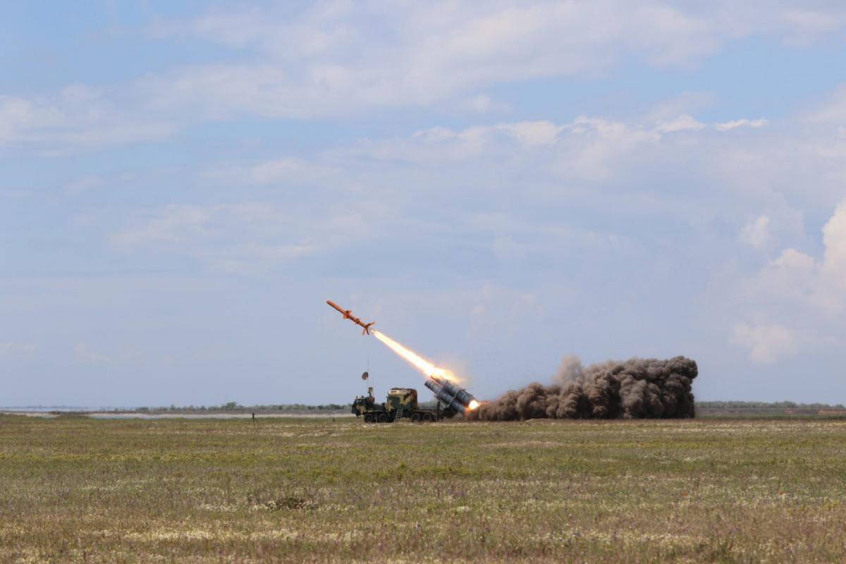 """Ракетный комплекс """"Нептун"""" - комплекс крылатых ракет наземного базирования с противокорабельной ракетой /armyinform.com.ua"""