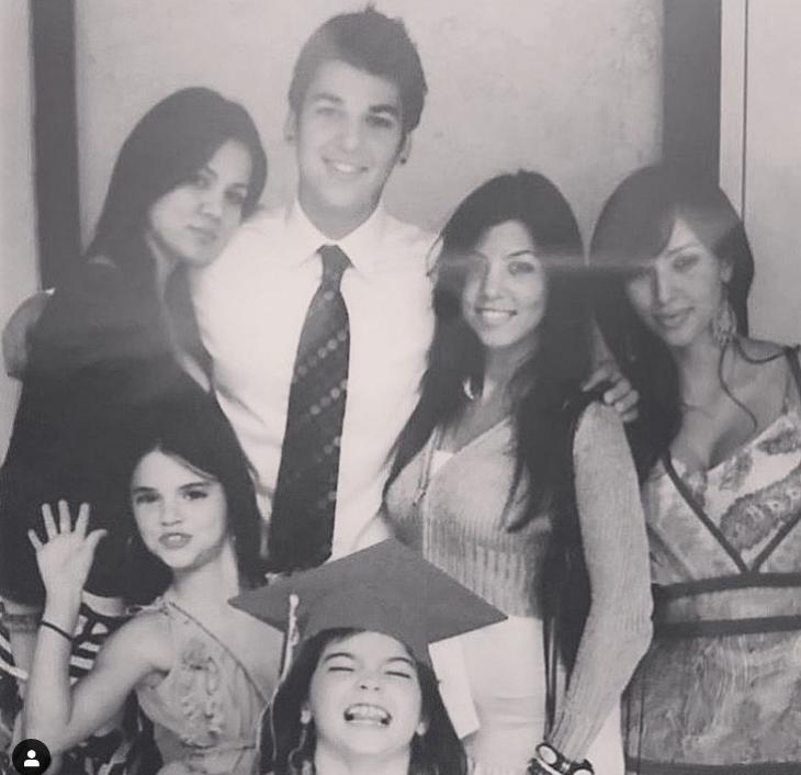 На снимке родные и сводные сестры Ким и ее брат \ instagram.com/kimkardashian/