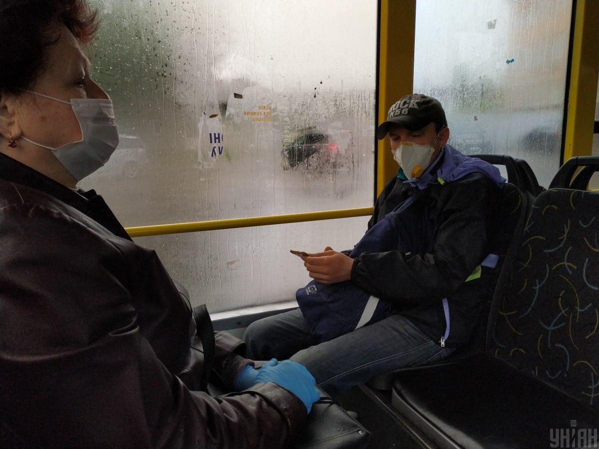 За минулу добу коронавірус підтвердили у 2 884 жителів України / фото УНІАН, Олександр Синиця