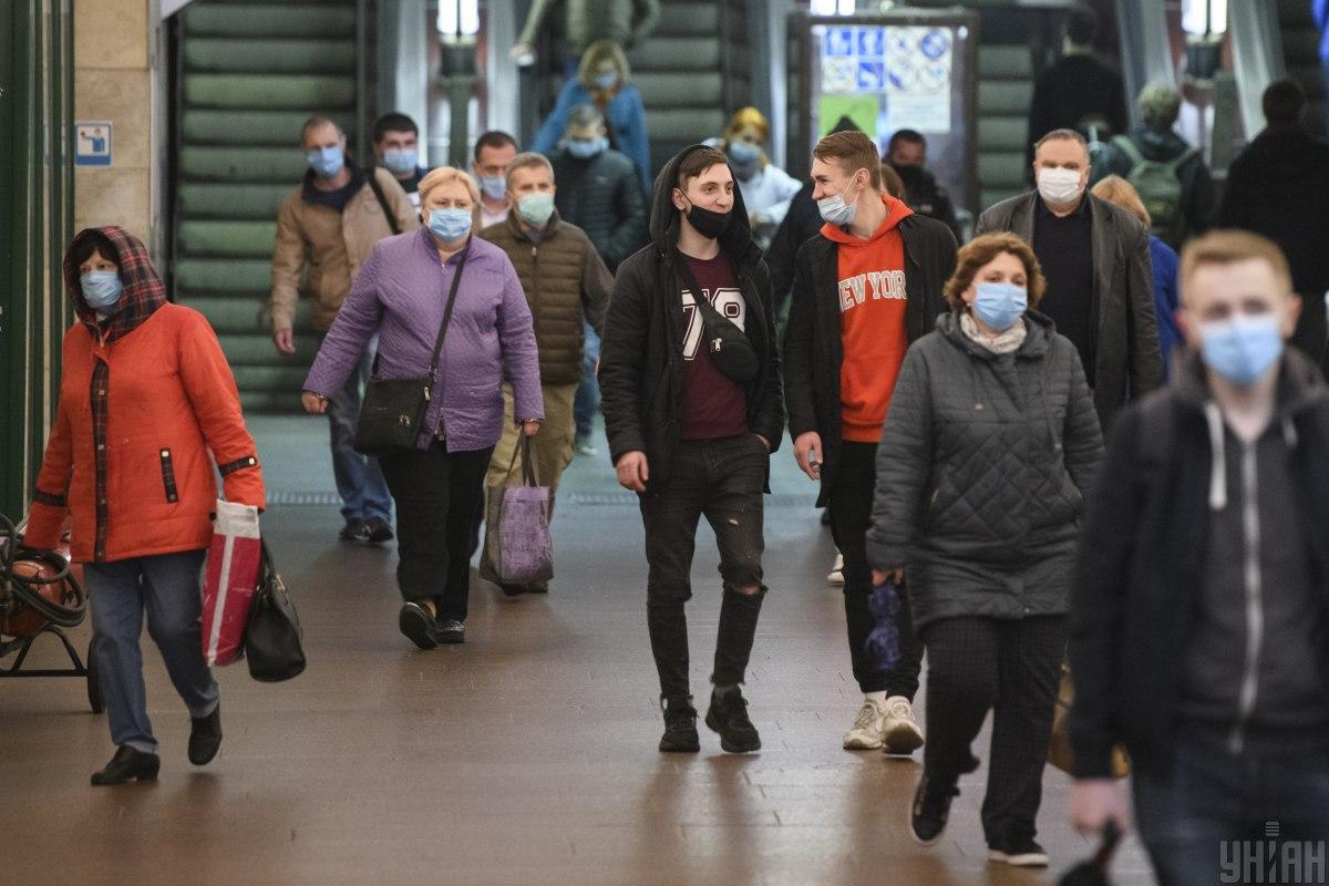 В Україні добовий показник захворюваностінаCOVID-19 трішки сповільнився/ фото УНІАН