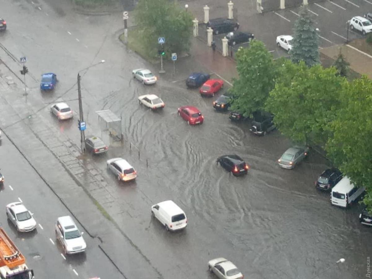 """Одессу утром накрыл сильный ливень / фото """"Думская"""""""