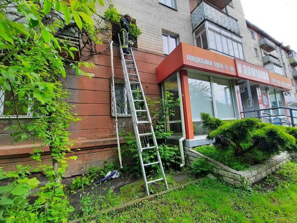Соседи вызвали спасателей / фото: пресс-служба ГСЧС