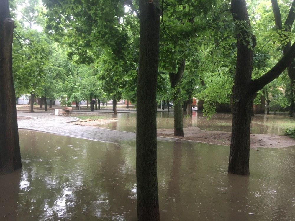 Сильный ливень затопил улицы Николаева / nikvesti.com
