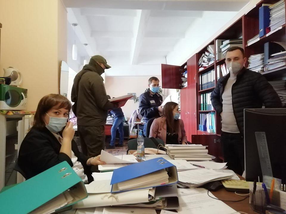 В учреждении изымают документы после ревизии / facebook.com/ivan.kozlenko