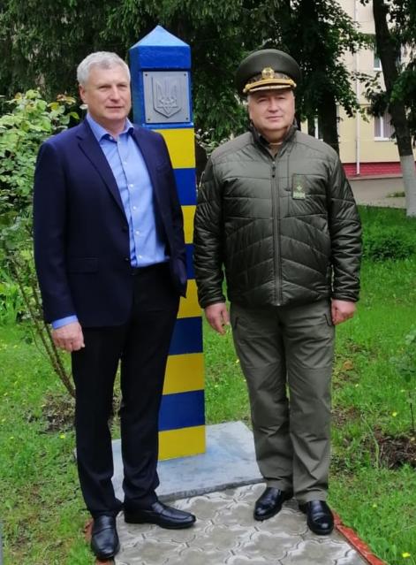 Як зазначає фонд, на сьогодні важливо забезпечити масове тестування населення України, передусім тих, хто бореться з вірусом