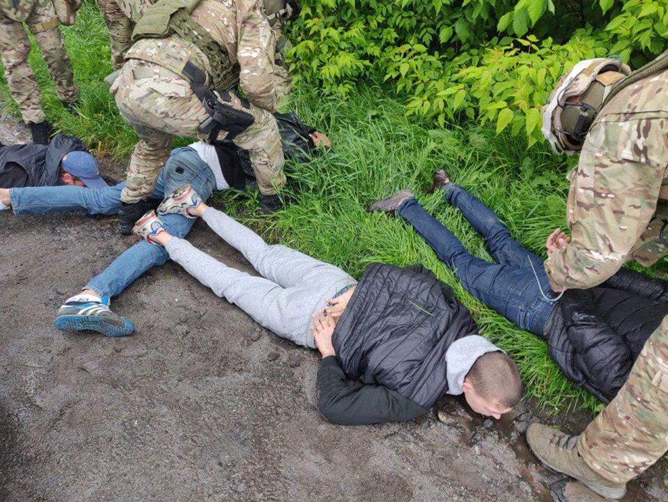 Правоохранители задерживают участников стрельбы в Броварах / фото Facebook Антона Геращенко