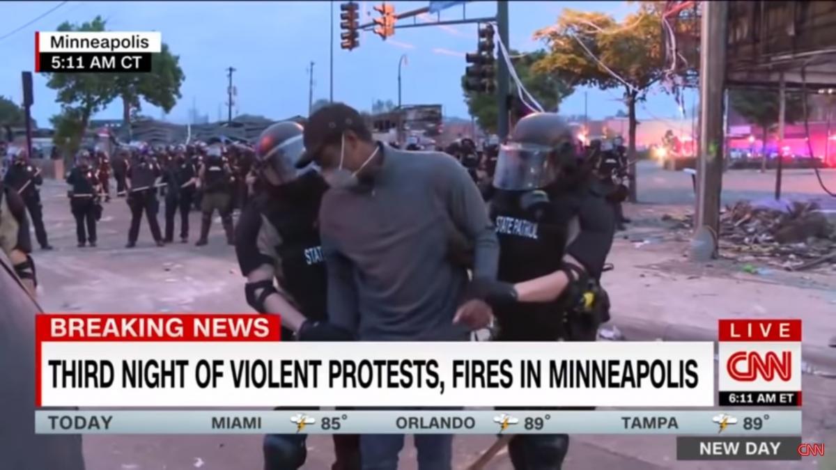 На репортера Омара Хіменеса наділи наручники / скріншот з відео