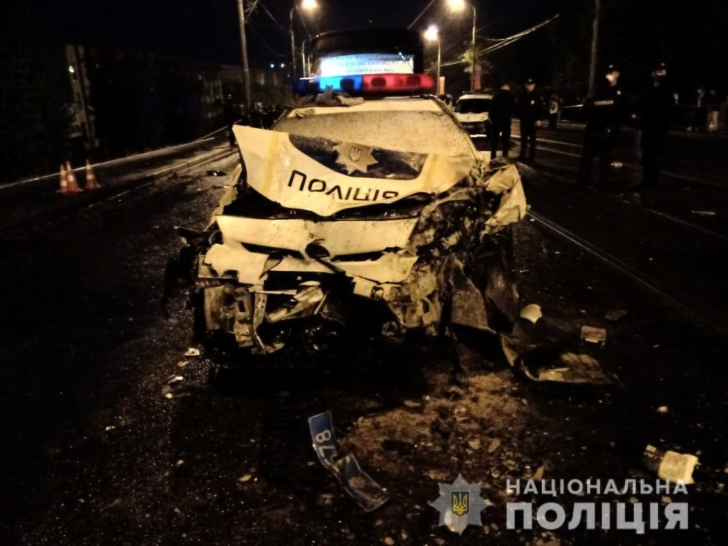 Пострадавших патрульных забрали в больницу \ Нацполиция Харьковской области