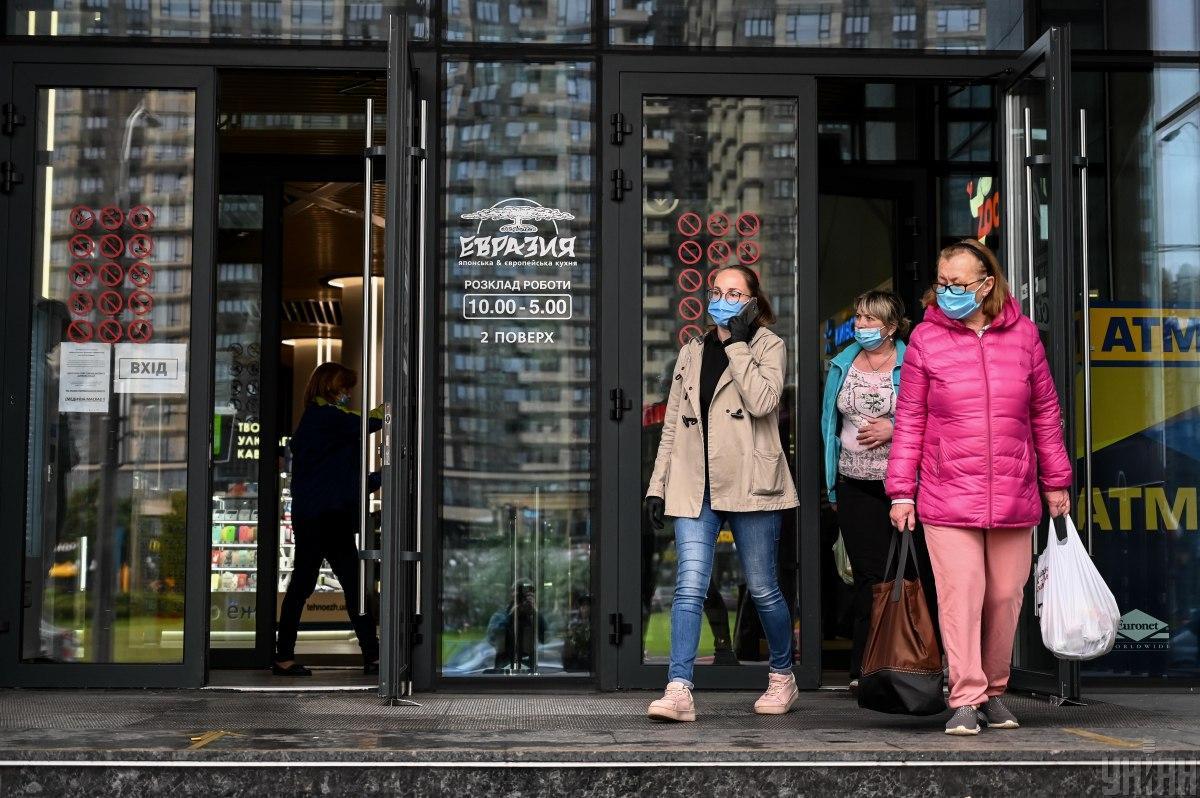 За все время пандемии COVID-19 в Украине инфицировались 303 638 человек / фото УНИАН