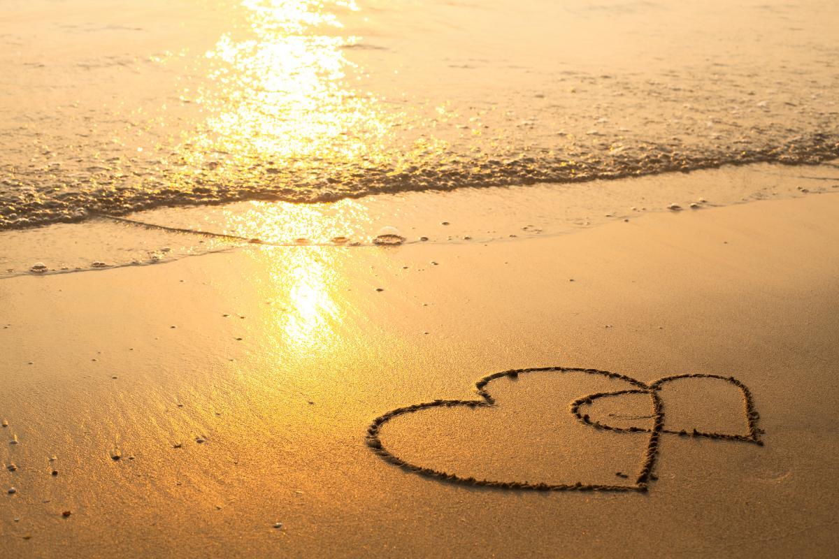 Кого ждут романтические приключения в июне / фото ua.depositphotos.com