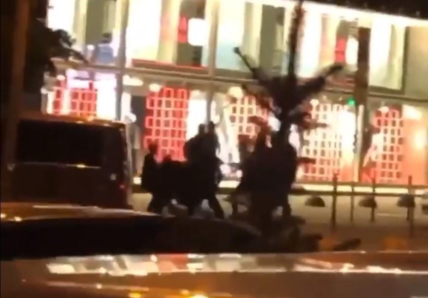 Стрілянина сталася біля одного з ресторанів / скріншот з відео