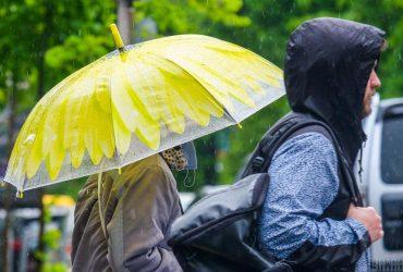 Завтра в Украине пройдут дожди, на востоке потеплеет до +24° (видеопрогноз)