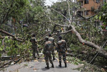 """Число жертв циклона """"Ампан"""" в Индии и Бангладеш превысило 100 человек"""
